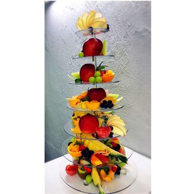 7段の豪華なフルーツプレート