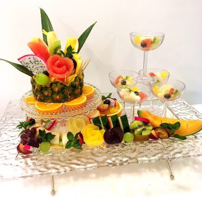 シャンパンタワーのフルーツプレート